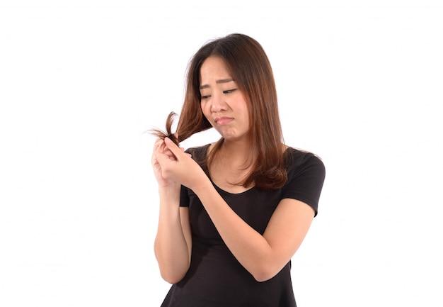 髪の問題を持つ女性、白い背景の上のisloated