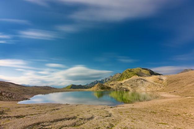 Fuorcla digllegeのスイスアルプスにある孤立した高山湖
