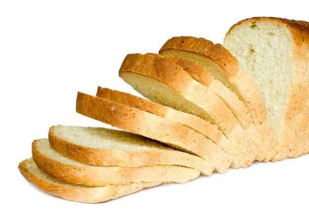 白い背景の上の孤立したパンのスライス