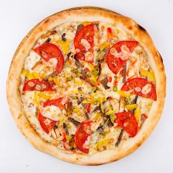 白地にトマトと孤立したハラペーニョピザ