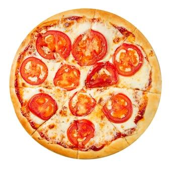Изолированные томатная пицца маргарита на белом