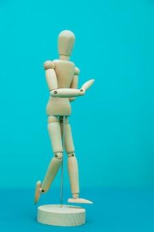 Изолированные медицинские скульптуры в форме человеческого тела для вопросов физиотерапевта.