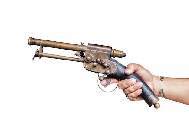 男性の手で孤立した古いビンテージ銃