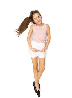 발레 춤 귀여운 갈색 머리 소녀의 고립 된 사진