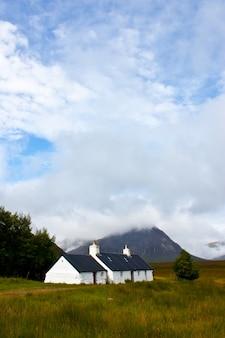 スコットランド、ハイランド地方の孤立したスコットランドの家
