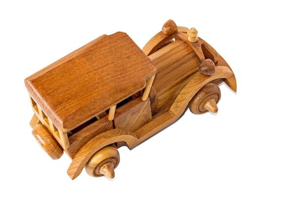 Изолированные старинный деревянный автомобиль