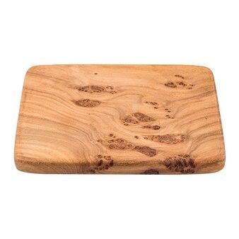 Изолированная деревянная разделочная доска