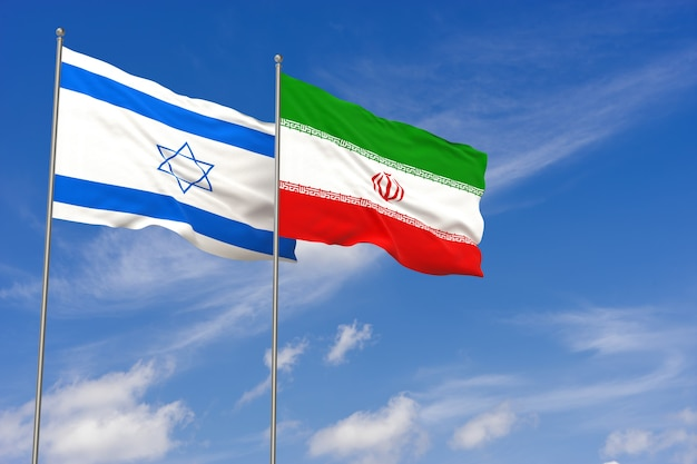 푸른 하늘 배경 위에 이스라엘과 이란 플래그입니다. 3d 일러스트레이션