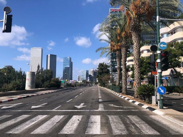 Израиль. пустые улицы тель-авива во время национального праздника йом кипур