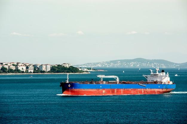 Сцена в стамбуле с круизным судном