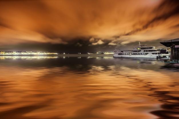 Стамбул городской пейзаж ночью, путешествия панорама фон