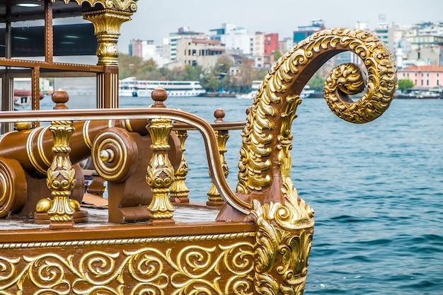 Istanbul galata food boats