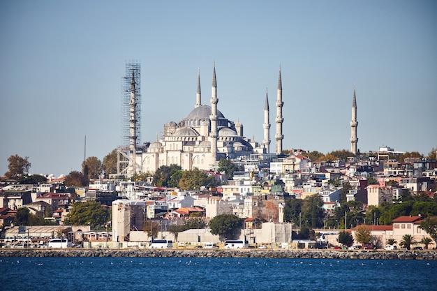 터키 이스탄불 - 2019년 10월 10일. 터키 이스탄불의 화려한 술탄 아흐메트 모스크(블루 모스크)