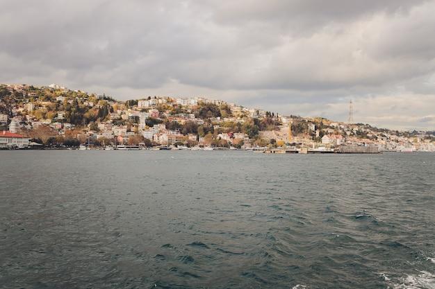 イスタンブールトルコボスポラス海峡旅客フェリーパノラマビュー