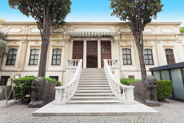 이스탄불, 터키 - 2014년 9월 7일: 이스탄불, 터키에서 2014년 9월 7일에 이스탄불 고고학 박물관