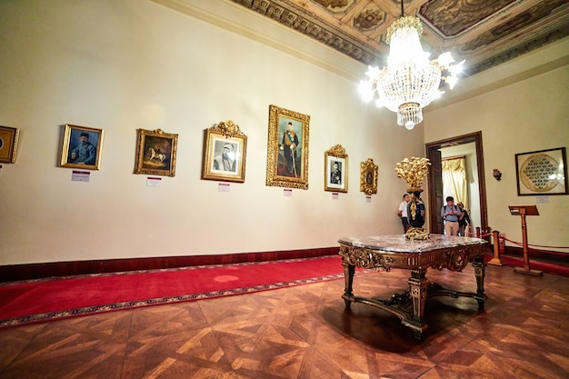 Стамбул, турция 12 октября 2019 г .: интерьер дворца долмабахче в стамбуле, турция