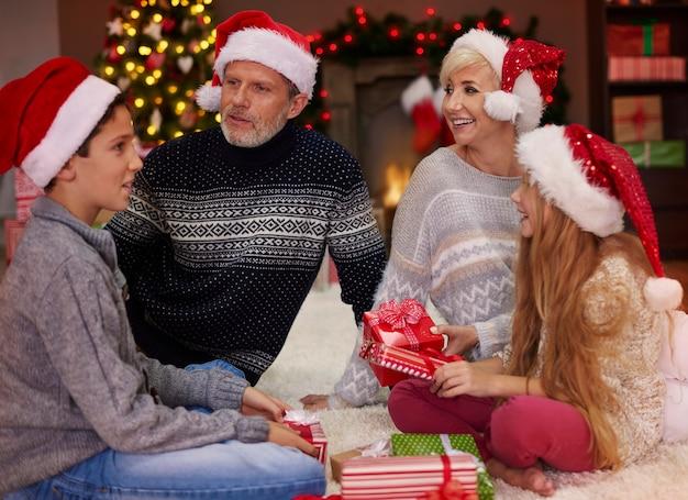 크리스마스 선물을 교환 할 시간입니다
