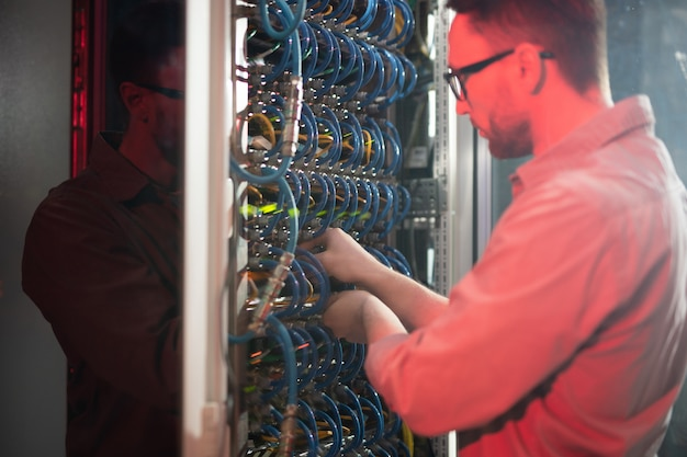 It specialist maintaining networking system