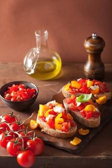 Итальянская брускетта с томатами чеснок оливковое масло