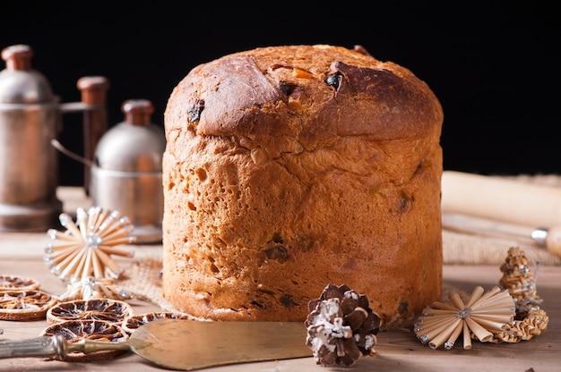 パネトーネの典型的なクリスマスケーキという名前のイタリアのケーキ