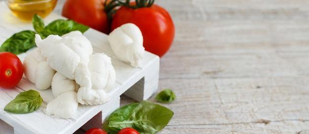 トマトとハーブのイタリアンチーズモッツァレラノディーニ