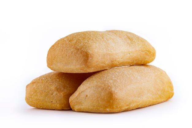 白で隔離されるイタリアのチャバタパン
