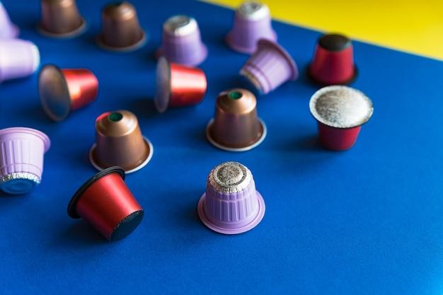 커피 머신용 이탈리아 커피 캡슐입니다. 커피 캡슐 퇴비화 가능. 다채로운 에스프레소 포드,