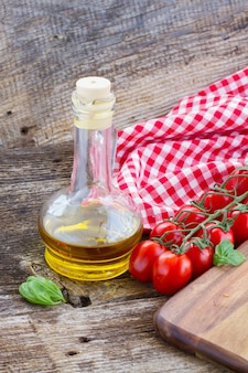 イタリア料理。トマトとオリーブオイル