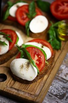 イタリアのムード料理カプレーゼトースト