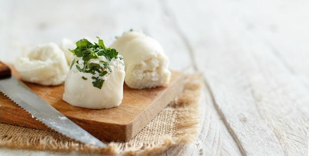 リコッタチーズとロケットサラダを詰めたイタリアンモッツァレラスティック