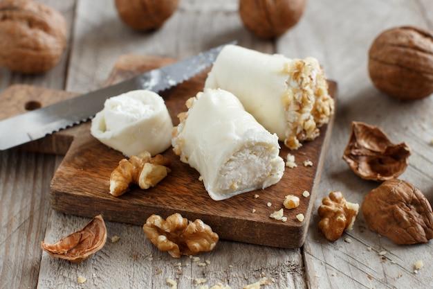 リコッタチーズとクルミを詰めたイタリアンモッツァレラスティック