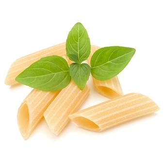 이탈리아 파스타 흰색 배경에 고립입니다. pennoni. 펜네 리 게이트.