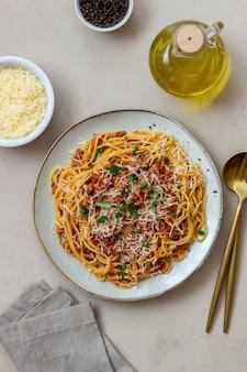 이탈리아 파스타 스파게티 볼로냐. 국가 요리. 레시피. 이탈리아 음식.