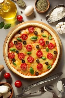오래 된 표면에서 이탈리아 피자