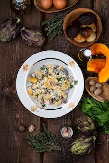 Итальянские тыквенные ньокки с грибным и сливочным соусом