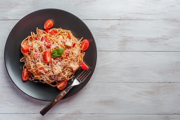Итальянская паста спагетти с соусом