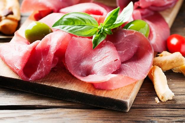 イタリアの伝統的な牛肉のカルパッチョ