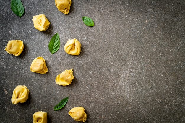 이탈리아 전통 토르 텔리 니 파스타-이탈리아 음식 스타일