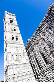 イタリア、フィレンツェ。有名なランドマークのカンパニールディジョット、ドゥオーモディフィレンツェの近く