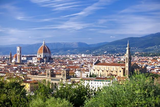 Италия. флоренция. вид на город и собор санта-мария-дель-фьоре