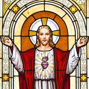 Италия. изображение иисуса на старом кладбище. старая гробница, выпуск копии не требуется.