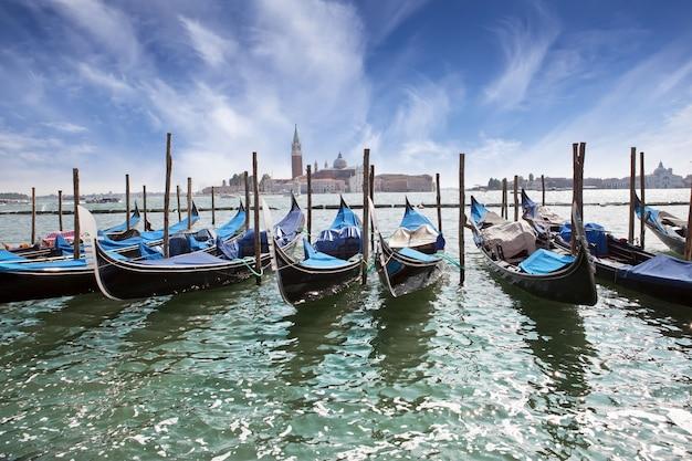 Италия. венеция. гондолы на гранд-канале