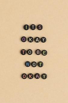 È ok essere non okay perline messaggio di tipografia
