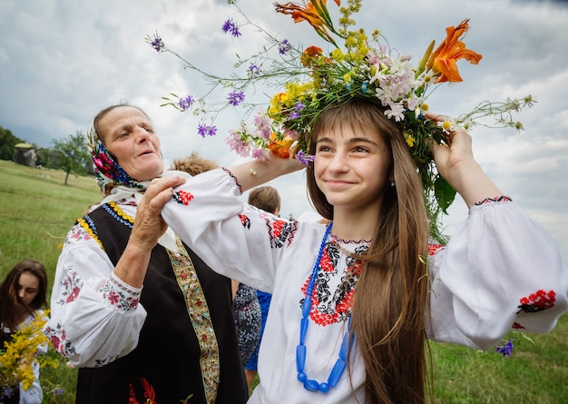 イヴァンクパラナイト、別名イヴァンクパラデー古代異教の起源のスラブの祭典で、夏至の終わりと収穫の始まり-真夏