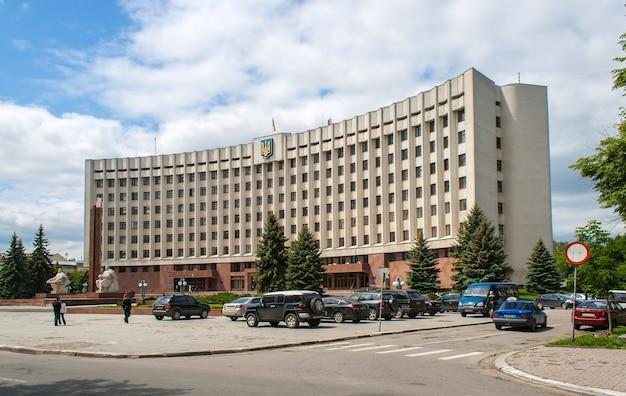 Здание ивано-франковской государственной администрации. украина