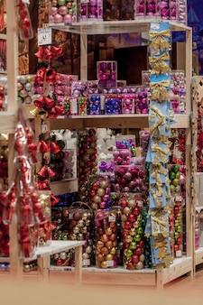 Ivanofrankivskウクライナ2019年11月16日クリスマスツリーのクリスマスおもちゃ