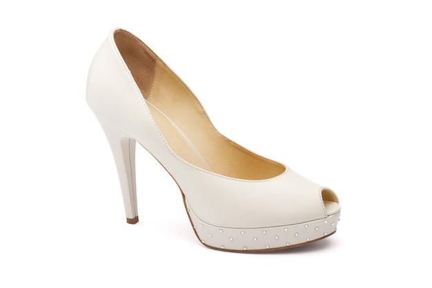 Женская свадебная обувь цвета слоновой кости, изолированные в белом
