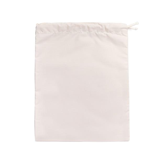 흰색 격리 된 표면에 식료품 쇼핑을위한 아이보리 파우치 백 귀하의 디자인과 모형을위한 의식적 소비 제로 폐기물 환경 보호 장소의 개념