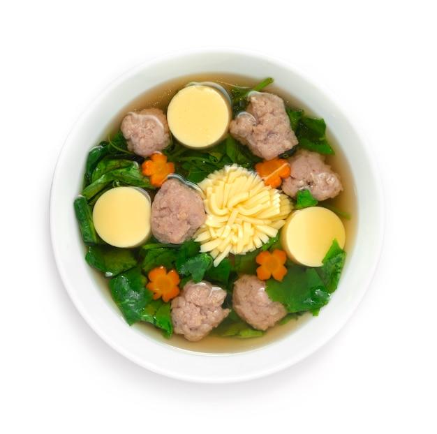계란 두부와 다진 돼지 고기를 곁들인 아이비 조롱박 스프