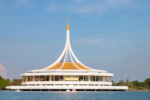 Суан луанг рама ix, общественный парк отдыха в бангкоке, таиланд.